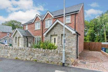 3 Bedrooms Semi Detached House for sale in Plas Y Coed, Bangor, Plas Y Coed, Gwynedd, LL57