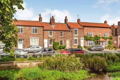 1 Bedroom Terraced House for sale in Levenside, Stokesley, North Yorkshire, Uk