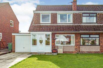 3 Bedrooms Semi Detached House for sale in Hampson Avenue, Leyland, Lancashire, PR25