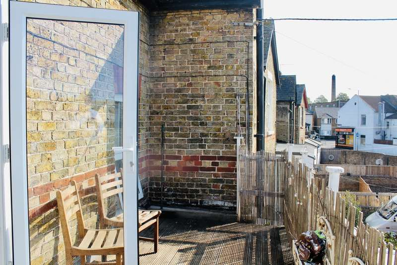 2 Bedrooms Flat for rent in Beatrice Road, Margate