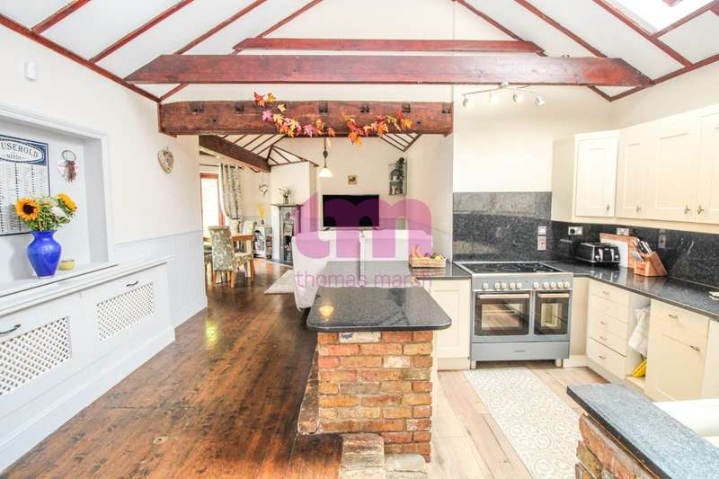 3 Bedrooms Cottage House for sale in Meesons Lane, Grays