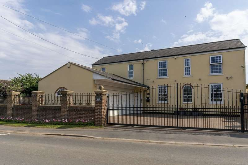 4 Bedrooms Detached House for sale in High Street, Wroot, Doncaster, South Yorkshire, DN9