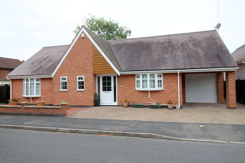 4 Bedrooms Detached Bungalow for sale in The Paddocks, Bulkington, Nr Coventry. CV12 9SR