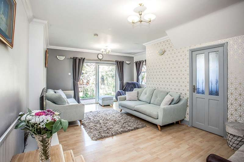 4 Bedrooms Semi Detached House for sale in Queens Avenue, Watford, Hertfordshire, WD18