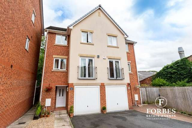 4 Bedrooms Semi Detached House for sale in Copperfield Vale, Clayton-le-Woods, Chorley, PR6