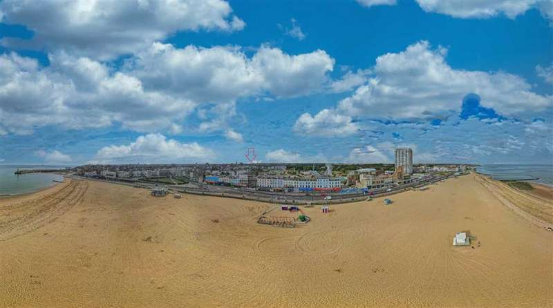 2 Bedrooms Property for sale in 26 / 27 Marine Terrace, Margate, Kent