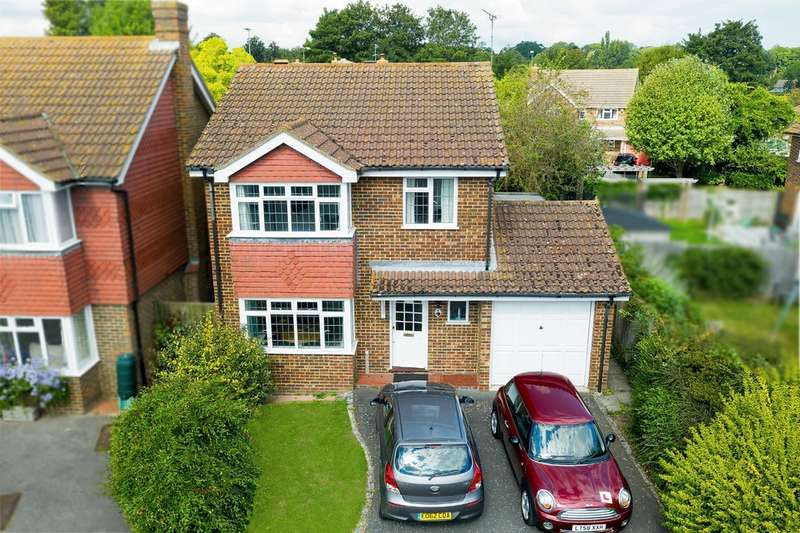4 Bedrooms Detached House for sale in Abbey Gardens, Canterbury