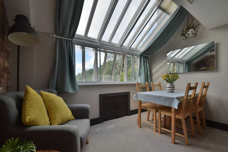 2 Bedrooms Apartment Flat for sale in Dunkirk Mills, Inchbrook, Stroud, GL5