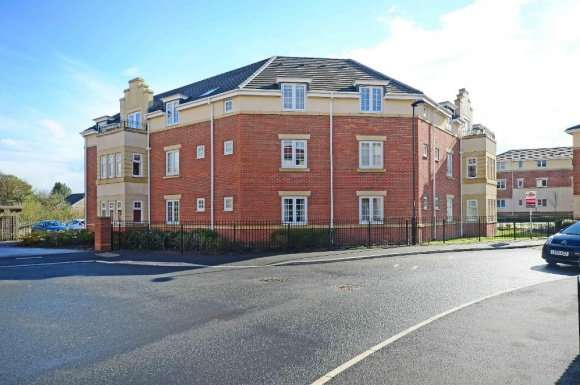 2 Bedrooms Flat for rent in Doveholes Drive, Sheffield, S13