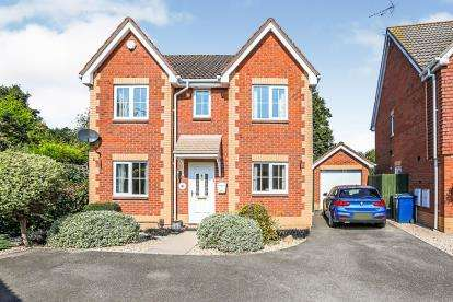 4 Bedrooms Detached House for sale in Crosby Close, Hucclecote, Gloucester, Gloucestershire