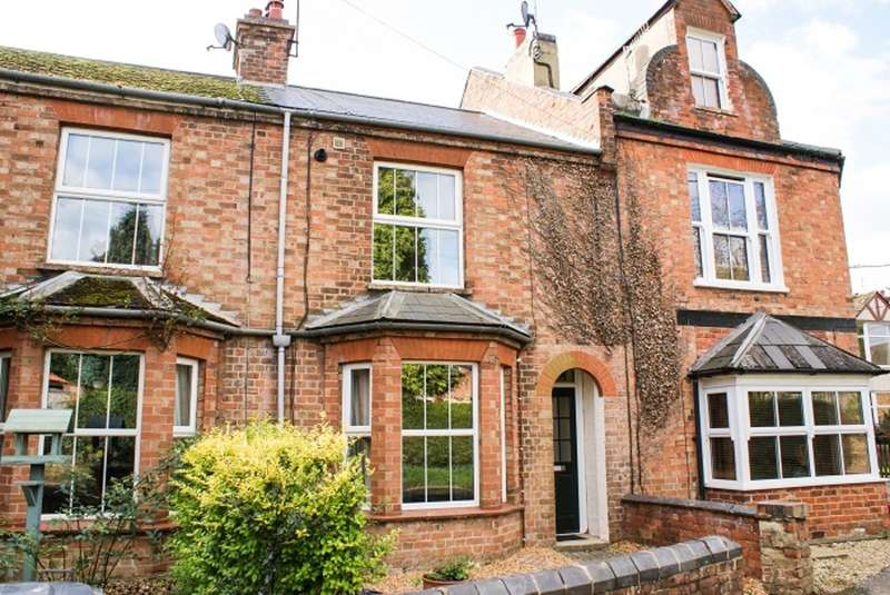 2 Bedrooms Terraced House for rent in Hinton Road, Woodford Halse, Northants, NN11 3TR.