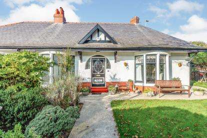 3 Bedrooms Bungalow for sale in Mere Road, Blackpool, Lancashire, ., FY3