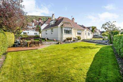 4 Bedrooms Bungalow for sale in Calthorpe Drive, Prestatyn, Denbighshire, Uk, LL19