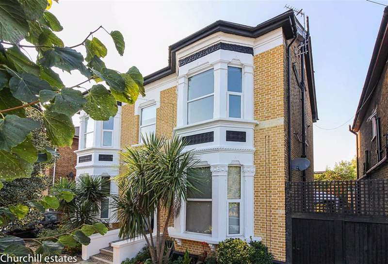 2 Bedrooms Flat for sale in Hainault Road, Leytonstone, London