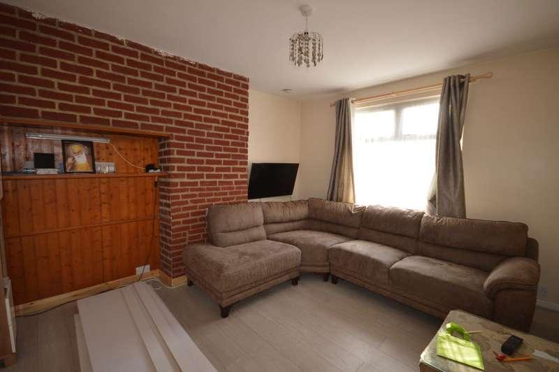 3 Bedrooms Semi Detached House for sale in Winterbourne Road, Dagenham