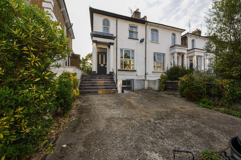 2 Bedrooms Flat for sale in Askew Road, London