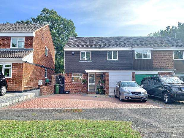 4 Bedrooms Semi Detached House for sale in Holmesland Drive, Botley, Southampton