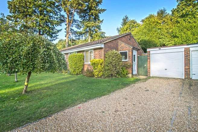 2 Bedrooms Bungalow for sale in Pine Walk, Liss, Hampshire, GU33