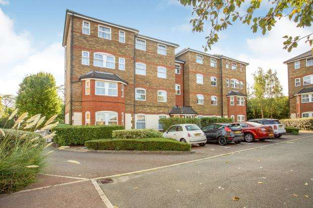 2 Bedrooms Flat for sale in Aldershot, Hampshire