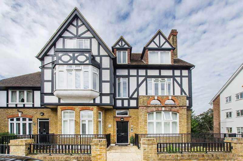 2 Bedrooms Flat for sale in Highland Road, Bromley, BR1