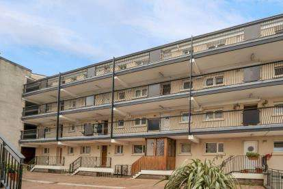 3 Bedrooms Flat for sale in John Knox Street, Drygate