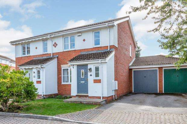 3 Bedrooms Semi Detached House for sale in Ash Vale, Aldershot, Surrey