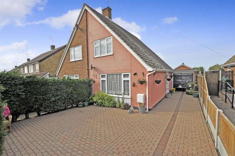 2 Bedrooms Semi Detached House for sale in Roseberry Avenue, Benfleet