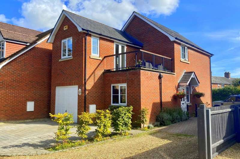 3 Bedrooms Detached House for sale in Avonside Court, Christchurch Road, Ringwood, BH24 3DL