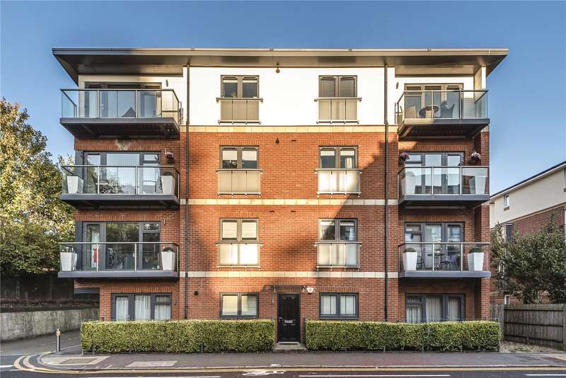 3 Bedrooms Penthouse Flat for sale in Fellowes House, Caravan Lane, Rickmansworth, Hertfordshire, WD3
