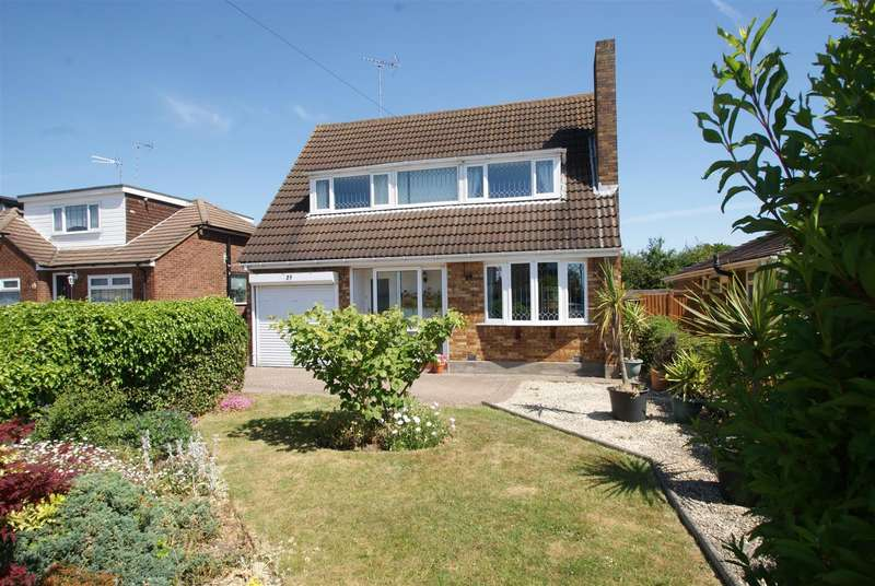 3 Bedrooms Detached House for sale in Wren Close, Leigh-On-Sea