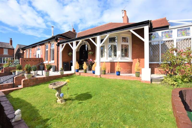 3 Bedrooms Semi Detached Bungalow for sale in Gloucester Avenue, Blackpool
