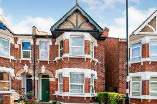 3 Bedrooms Semi Detached House for sale in Waddon Park Avenue, Waddon, Surrey