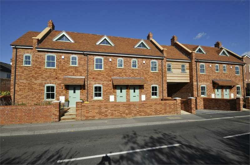4 Bedrooms Semi Detached House for sale in Chirstchurch Road, RINGWOOD, Hampshire