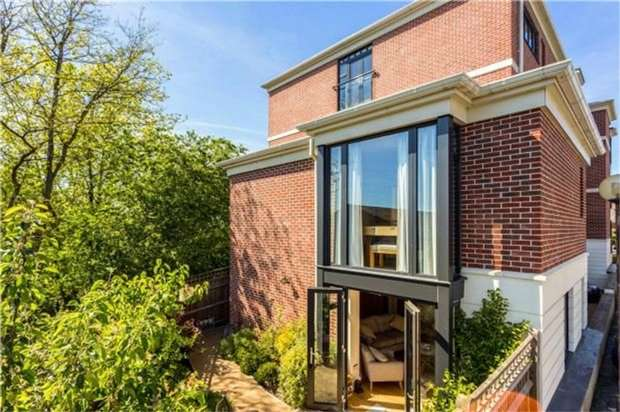 2 Bedrooms Semi Detached House for sale in 1 Southgate Place, South Park, SEVENOAKS, Kent