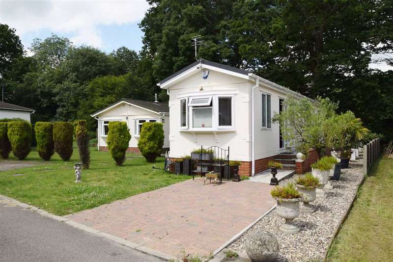 2 Bedrooms Park Home Mobile Home for sale in East Hill