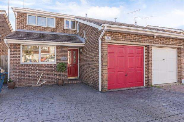 3 Bedrooms Semi Detached House for sale in Sherwood Way, Feering, Colchester