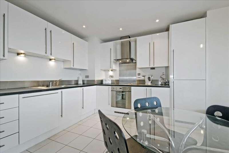 3 Bedrooms Semi Detached House for sale in Quedgeley, Quedgeley