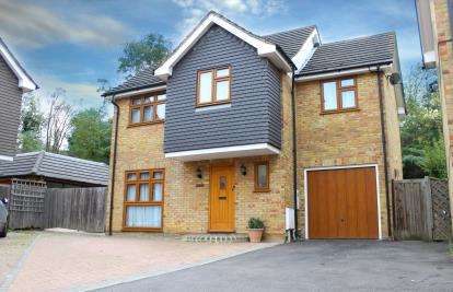 4 Bedrooms Detached House for sale in Redbridge, Ilford, Essex