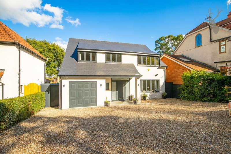 4 Bedrooms Detached House for sale in Piercing Hill, Theydon Bois, Epping
