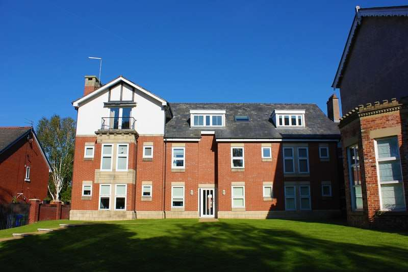 2 Bedrooms Flat for sale in Bronington Close, Manchester, Greater Manchester, M22
