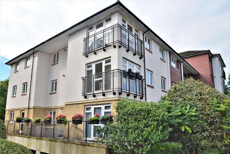 2 Bedrooms Ground Flat for sale in Friars View, Aylesford