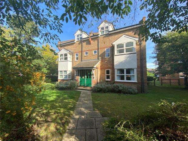 2 Bedrooms Apartment Flat for sale in The Beeches, 20 Church Road West, Farnborough