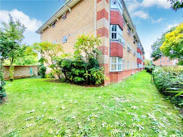 1 Bedroom Apartment Flat for sale in Wayletts, Leigh-on-Sea, Essex
