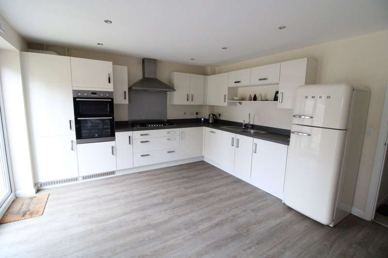 4 Bedrooms Detached House for sale in Waterton Road, Castleford, West Yorkshire, WF10