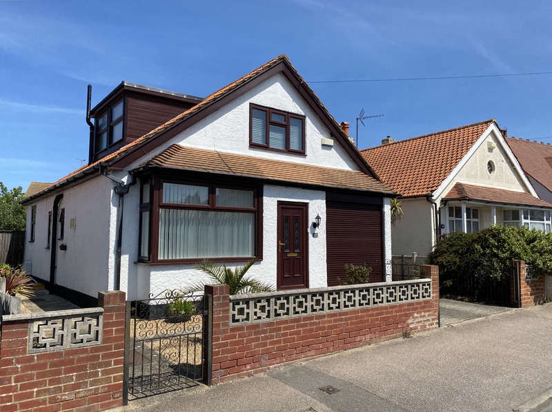 4 Bedrooms Detached House for sale in Fleetwood Avenue, Herne Bay