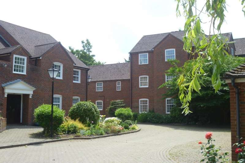 2 Bedrooms Apartment Flat for sale in Manor Court, 11 Brockhampton Road, Havant, Hampshire, PO9
