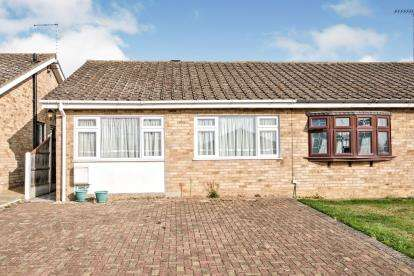 2 Bedrooms Bungalow for sale in Linford, Stanford-Le-Hope, Essex