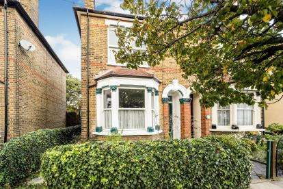 3 Bedrooms Semi Detached House for sale in Romford, Havering, United Kingdom