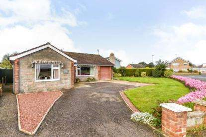 2 Bedrooms Bungalow for sale in Hunstanton, Norfolk