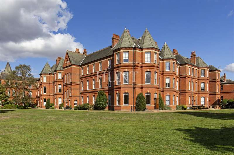 2 Bedrooms Apartment Flat for sale in Sutherland House, Repton Park IG8